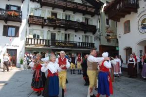 Kedjans gör utlandsresor. Här uppträder vi på torget i St. Wolfgang